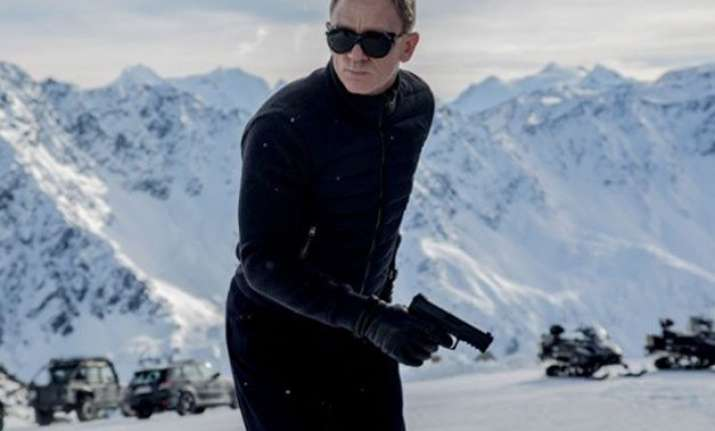first spectre teaser trailer out daniel craig returns as