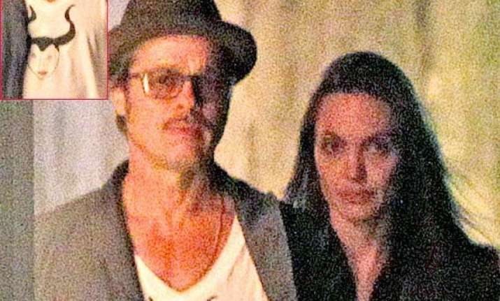 brad pitt pays tribute to jolie through t shirt
