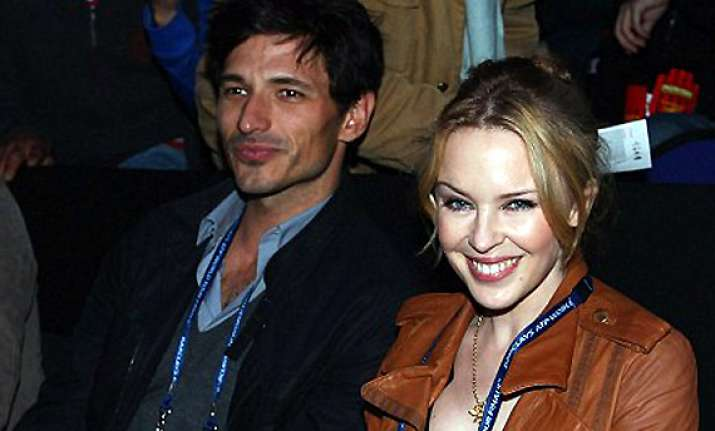 it s a splitsville for kylie minogue and beau andres
