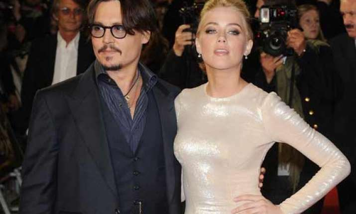 it s confirmed johnny depp is engaged to amber heard