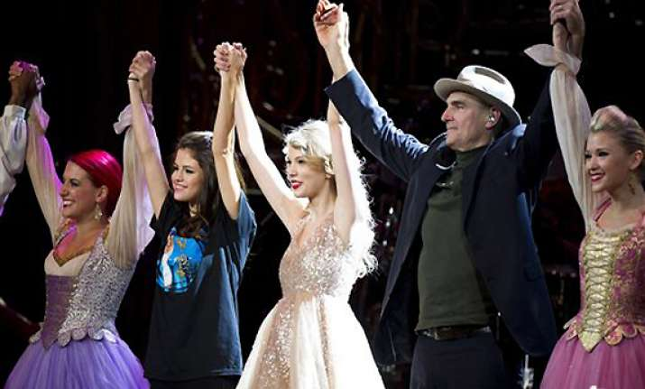 james taylor selena gomez join swift onstage