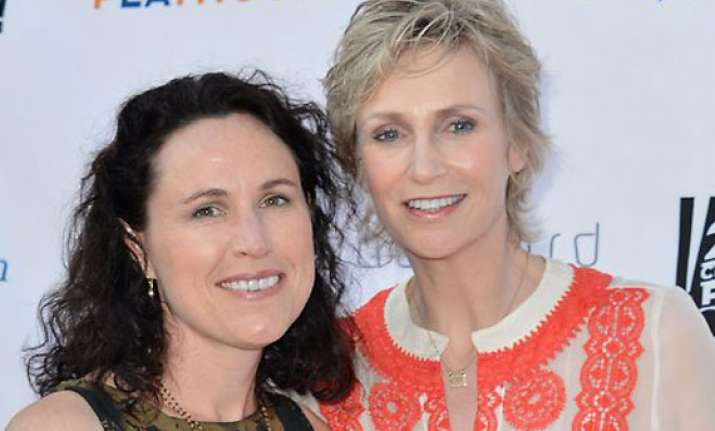 jane lynch to end marriage with lara embry