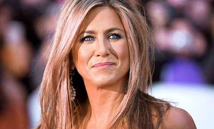 jennifer aniston to join mean moms