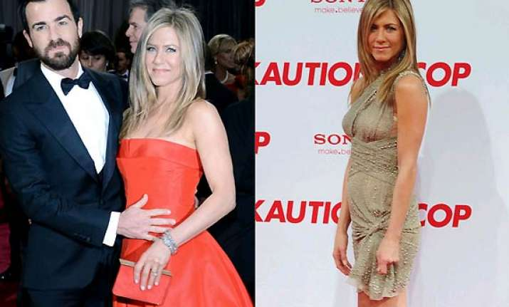 it s a girl jennifer aniston pregnant with her first child