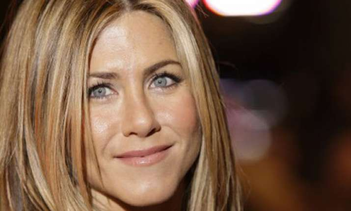 jennifer aniston looking for directorial debut