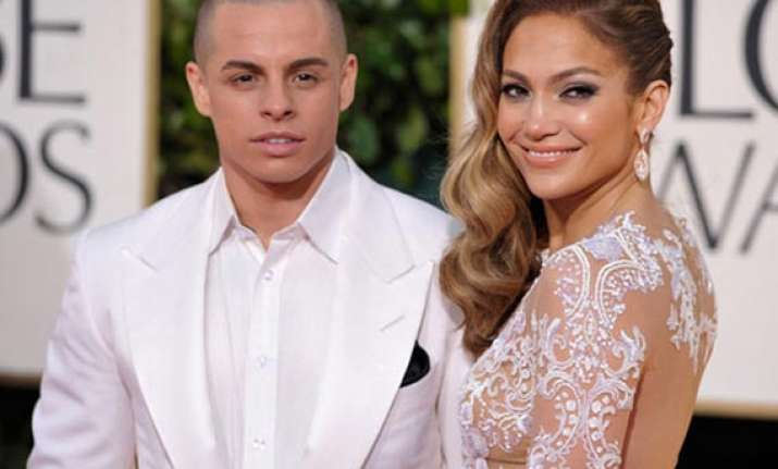 jennifer lopez to marry toyboy beau