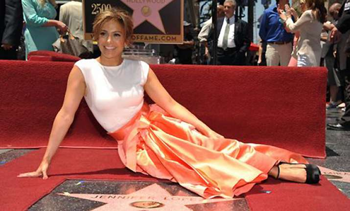 jennifer lopez tears up over hollywood star