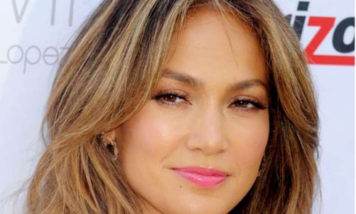 jennifer lopez to be awarded by gay rights organisation