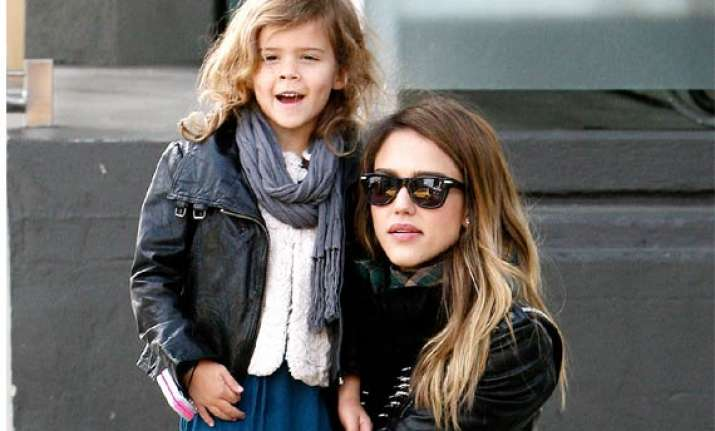 jessica alba wants her daughter to dress like her age