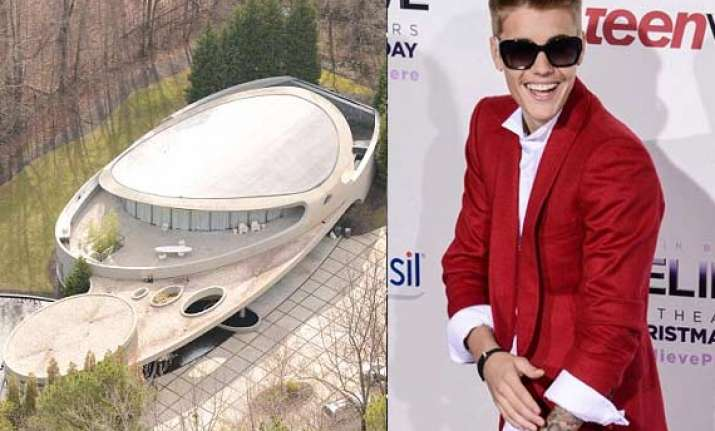justin bieber moved in the mansion of r b star dallas
