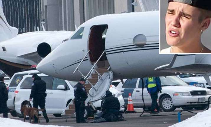 justin bieber s jet searched at new york airport