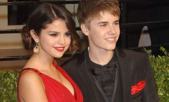 justin bieber attends girlfriend selena s film premiere