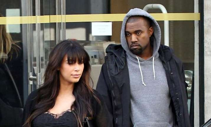 kanye west lashes out at photographer