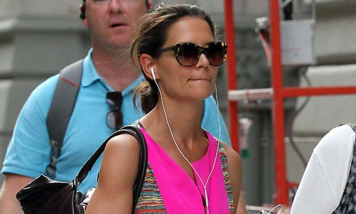 katie holmes to throw divorce party