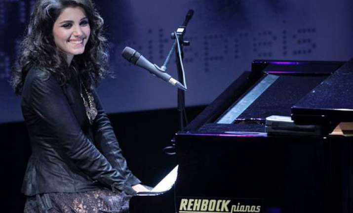 katie melua performs for british troops