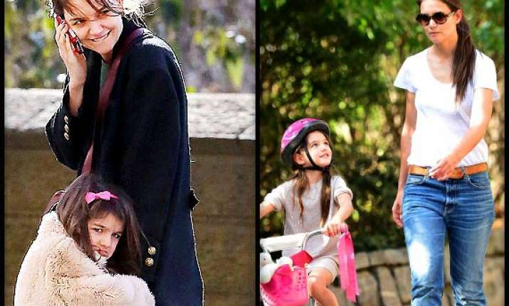 katie holmes wants daughter suri to feel loved always