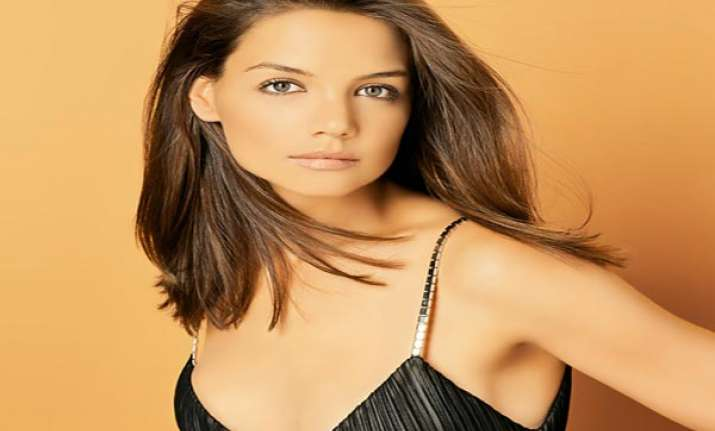 katie holmes spends 30 000 pounds on christmas gifts