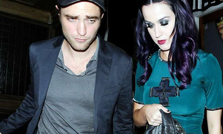 katy perry s friends want her to date pattinson