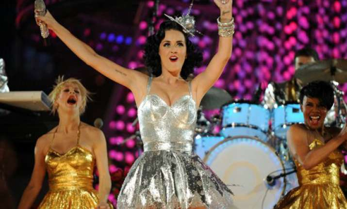 katy perry says she s not bashing russell brand in new