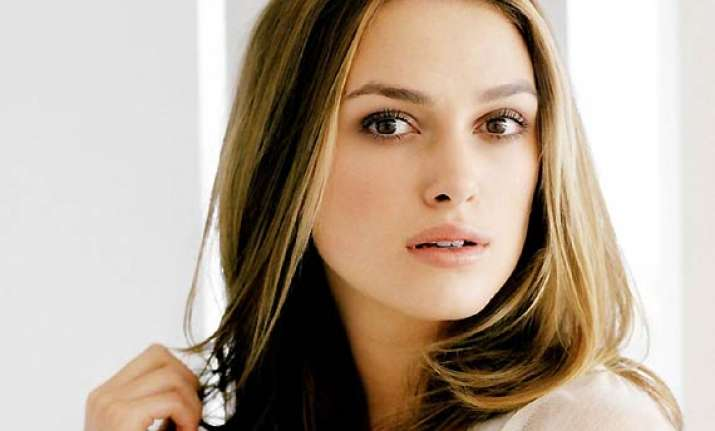 keira knightley eyeing role in the typist