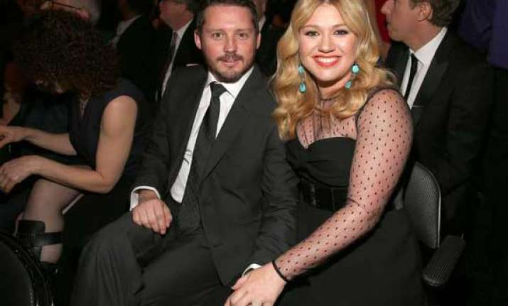 kelly clarkson marries music manager brandon blackstock