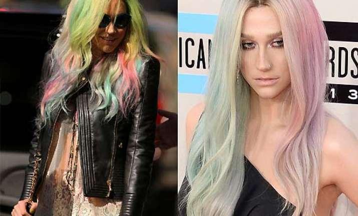 kesha uses colour wheel to choose hair dye