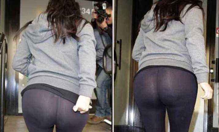 kim kardashian suffers wardrobe malfunction flashes her