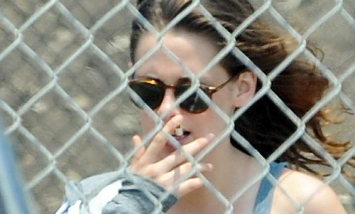 kristen stewart blasts photographer sans reason