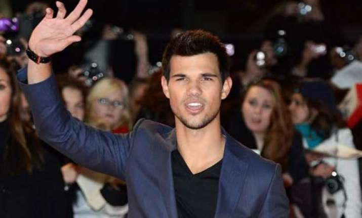 lautner cautious about relationships