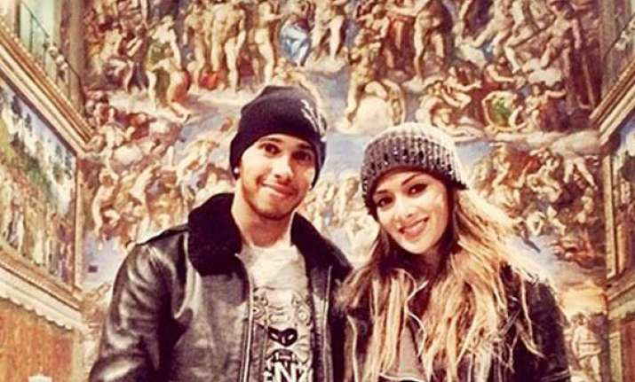 lewis hamilton shares picture of himself with scherzinger