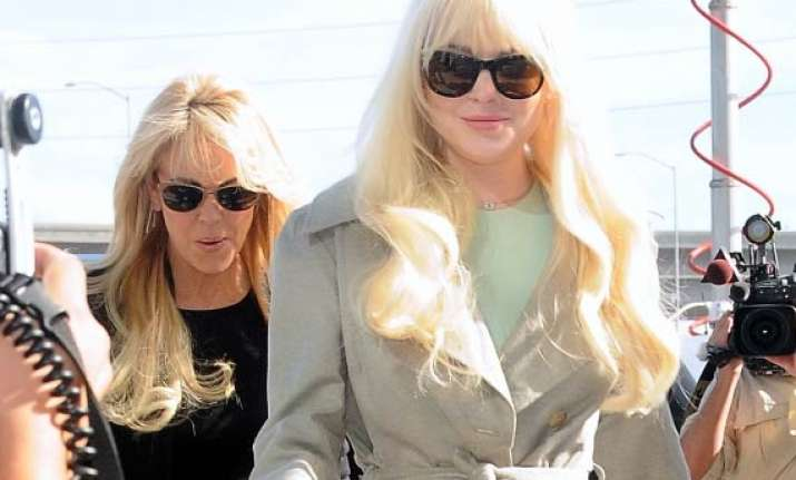 lindsay lohan defends her mother
