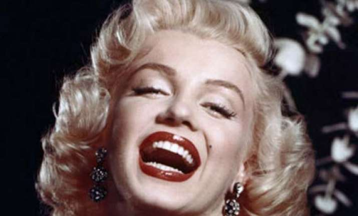 marilyn monroe s face to front chanel