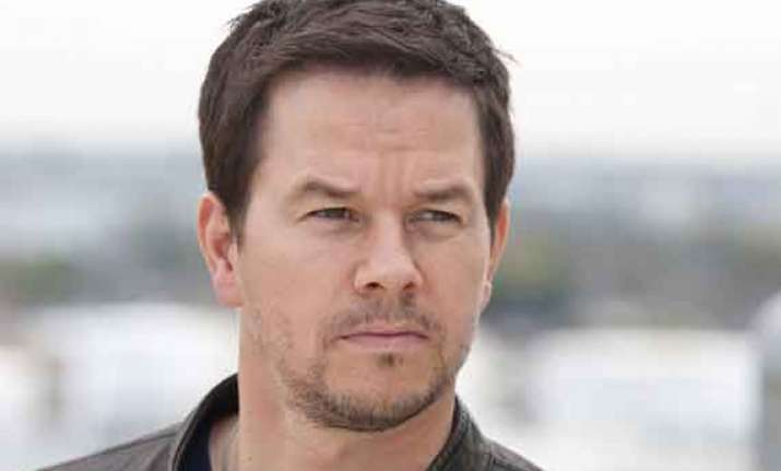 mark wahlberg to expand burger chain to canada
