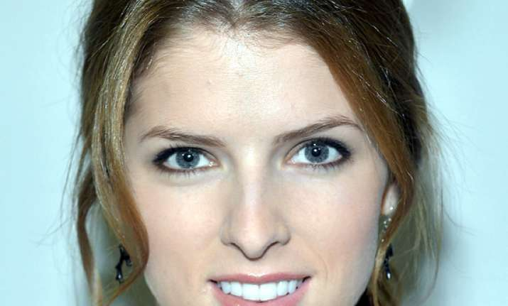 men must pay on first date says anna kendrick