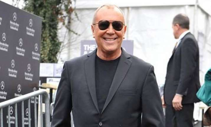 michael kors signs eyewear deal with luxottica