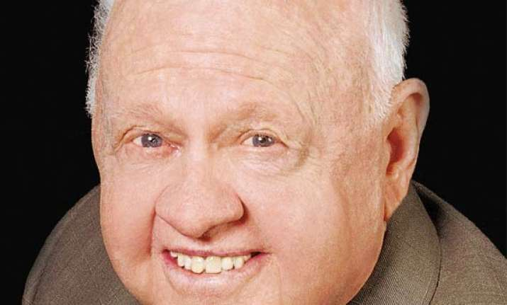 mickey rooney leaves entire estate to stepson mark aber