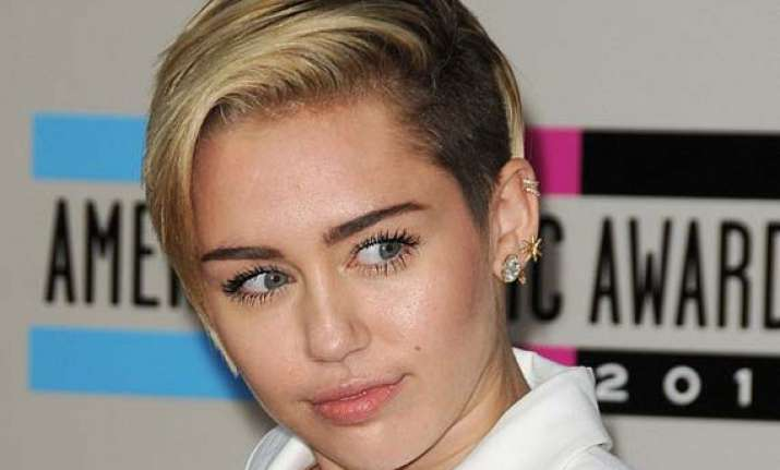 miley cyrus engagement ring lost in her shower
