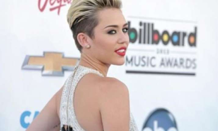 miley cyrus invites fans to star in new video