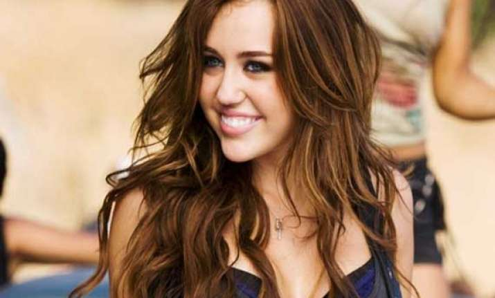miley cyrus wants 30 wedding dresses