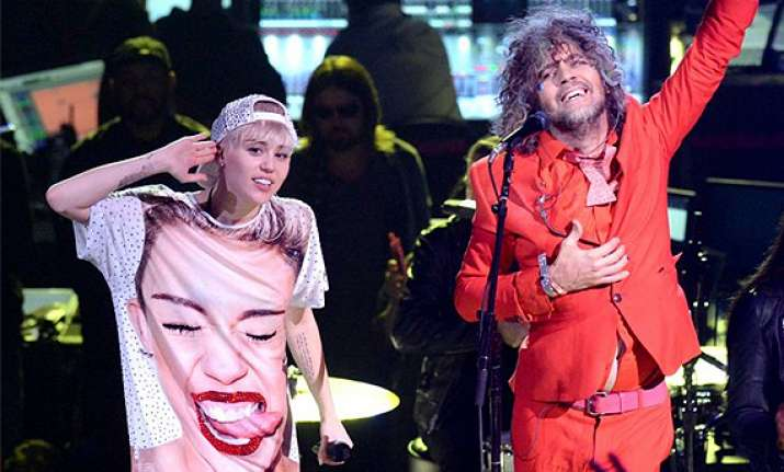 miley cyrus to work with flaming lips