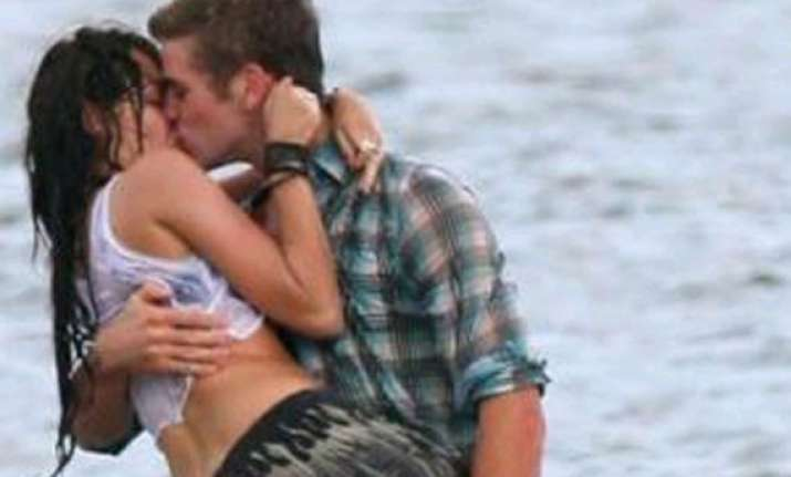 miley is hot and attractive ex liam hemsworth see hot pics