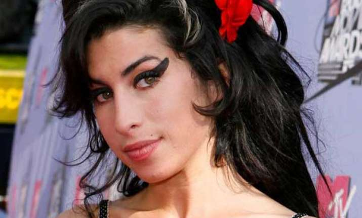 mitch winehouse pays tribute to late daughter