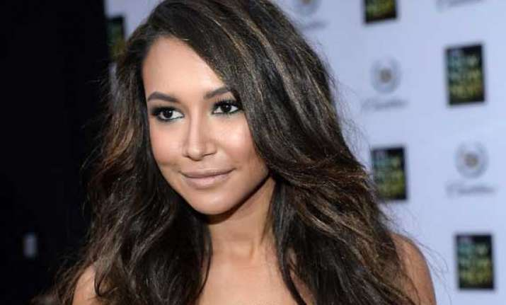 naya rivera hunting for wedding gown