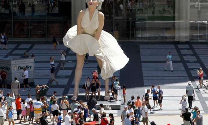 new giant statue of marilyn monroe erected in chicago