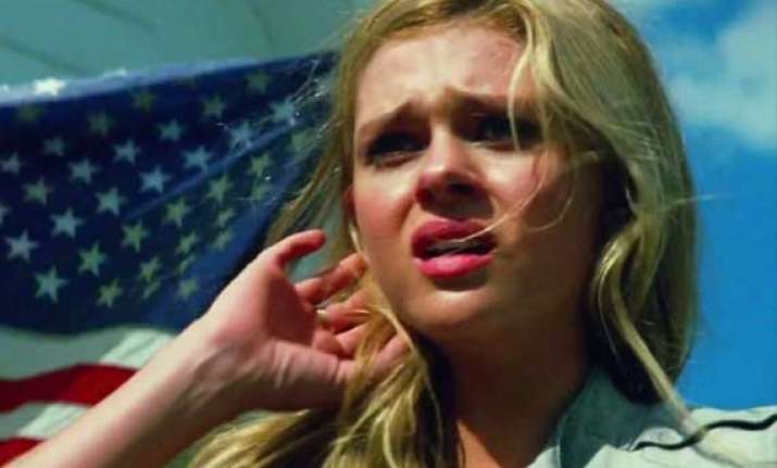 nicola peltz found shooting explosion scene crazy fun