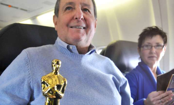 oscar lands in los angeles after chicago flight