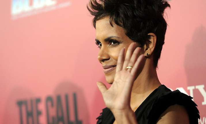 psychologist helps halle berry deal with stress