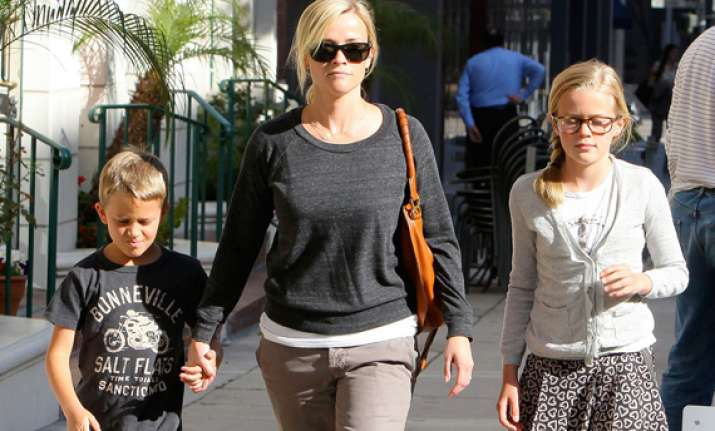 reese witherspoon warns kids of domestic violence