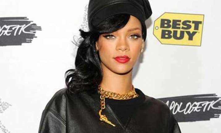 rihanna to be given 2014 fashion icon award