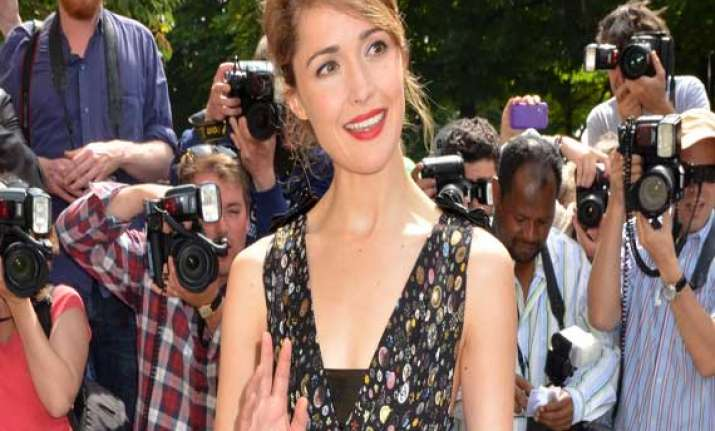 rose byrne to join annie
